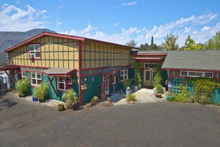 Oakhurst Spirits Building